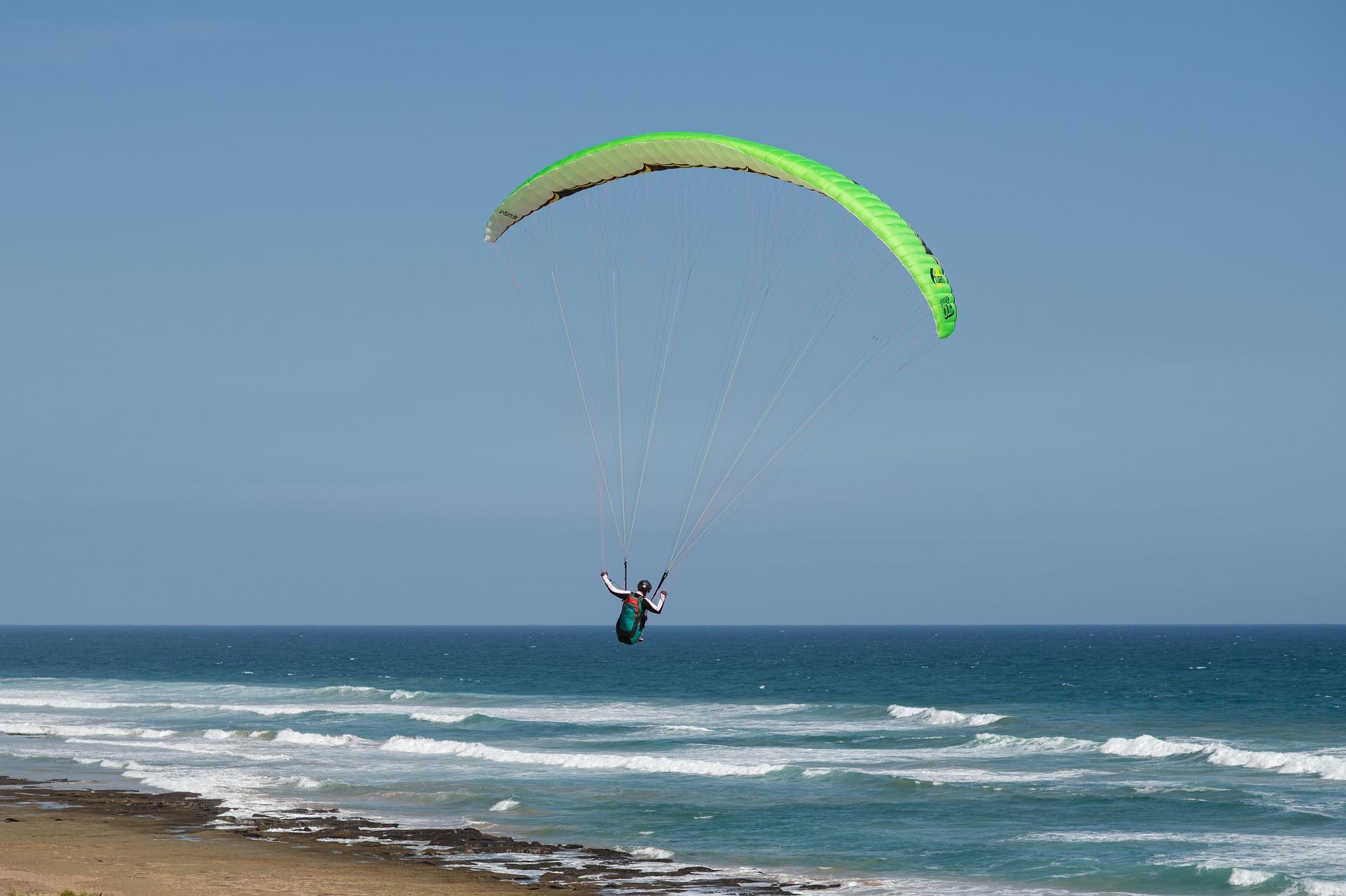 paragliding4823781_1920.jpg