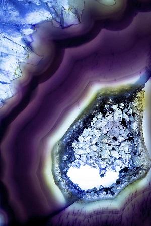 purpleagategemstonecloseupgoldvaluemountain.jpg
