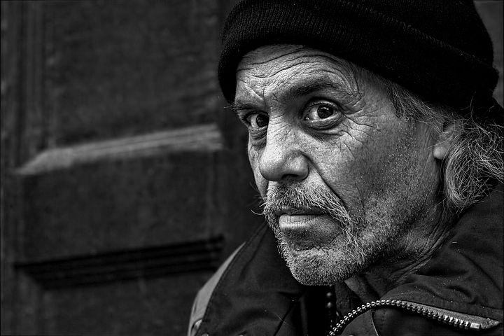 homeless-861899__480.jpg