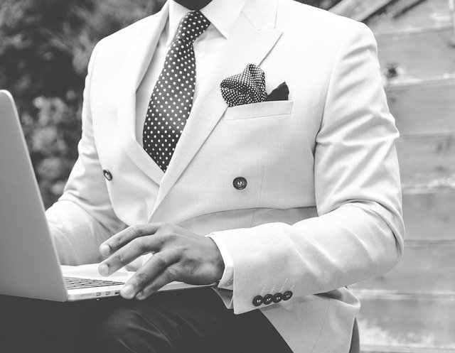 suit869380_640.jpg