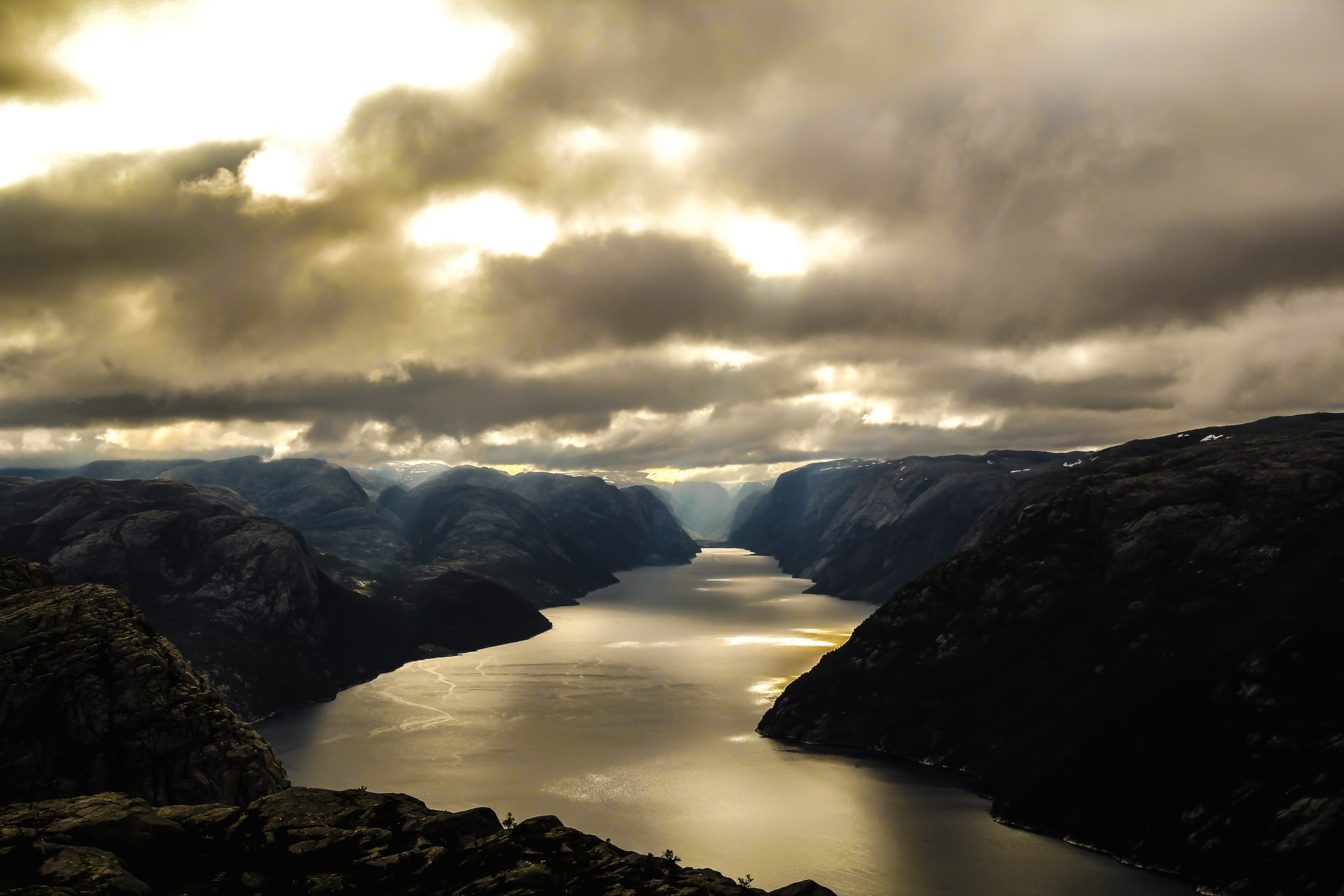 fjord-1226822_1920.jpg
