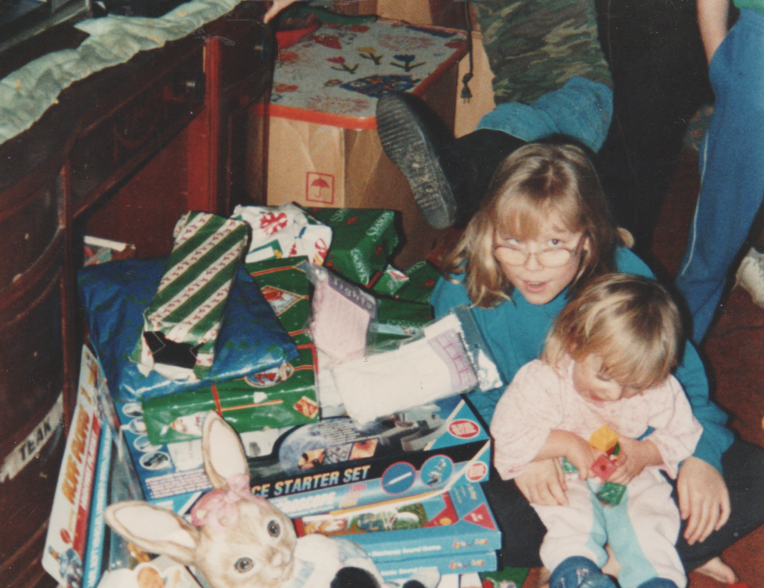 1991-12-25 - Christmas of 1991 - Joey, Crystal, Katie, Presents, Piano, Toys, 3pics-2.png