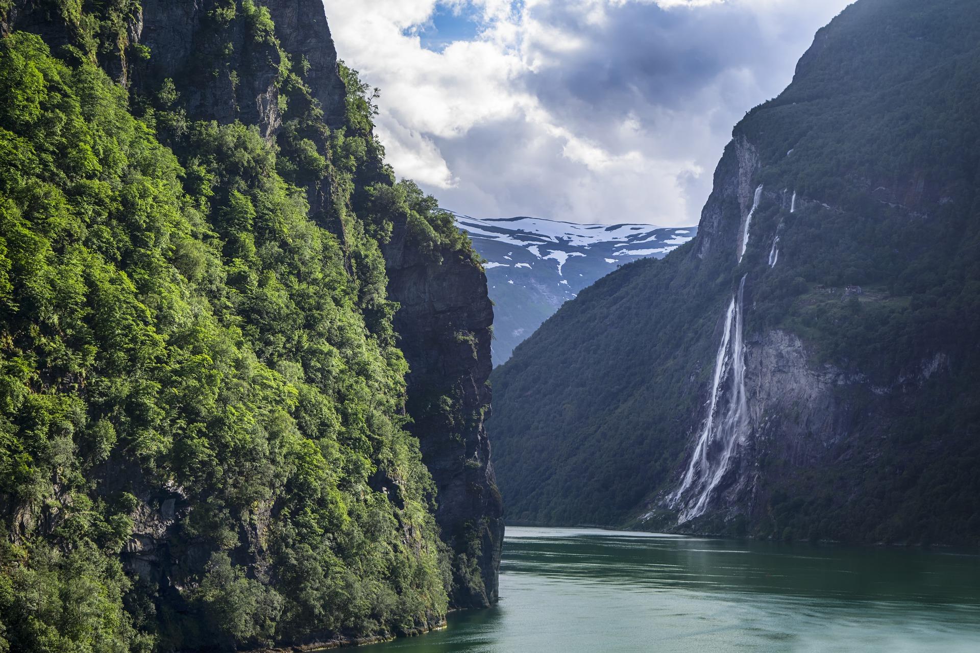 waterfall-5838582_1920.jpg