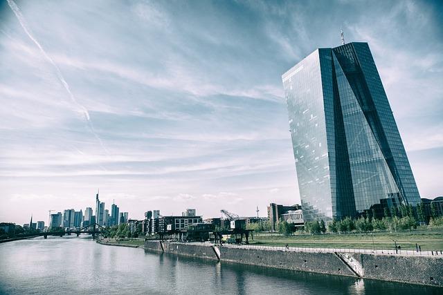 frankfurt2251537_640.jpg