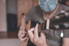 Guitarra tapabocas.jpg