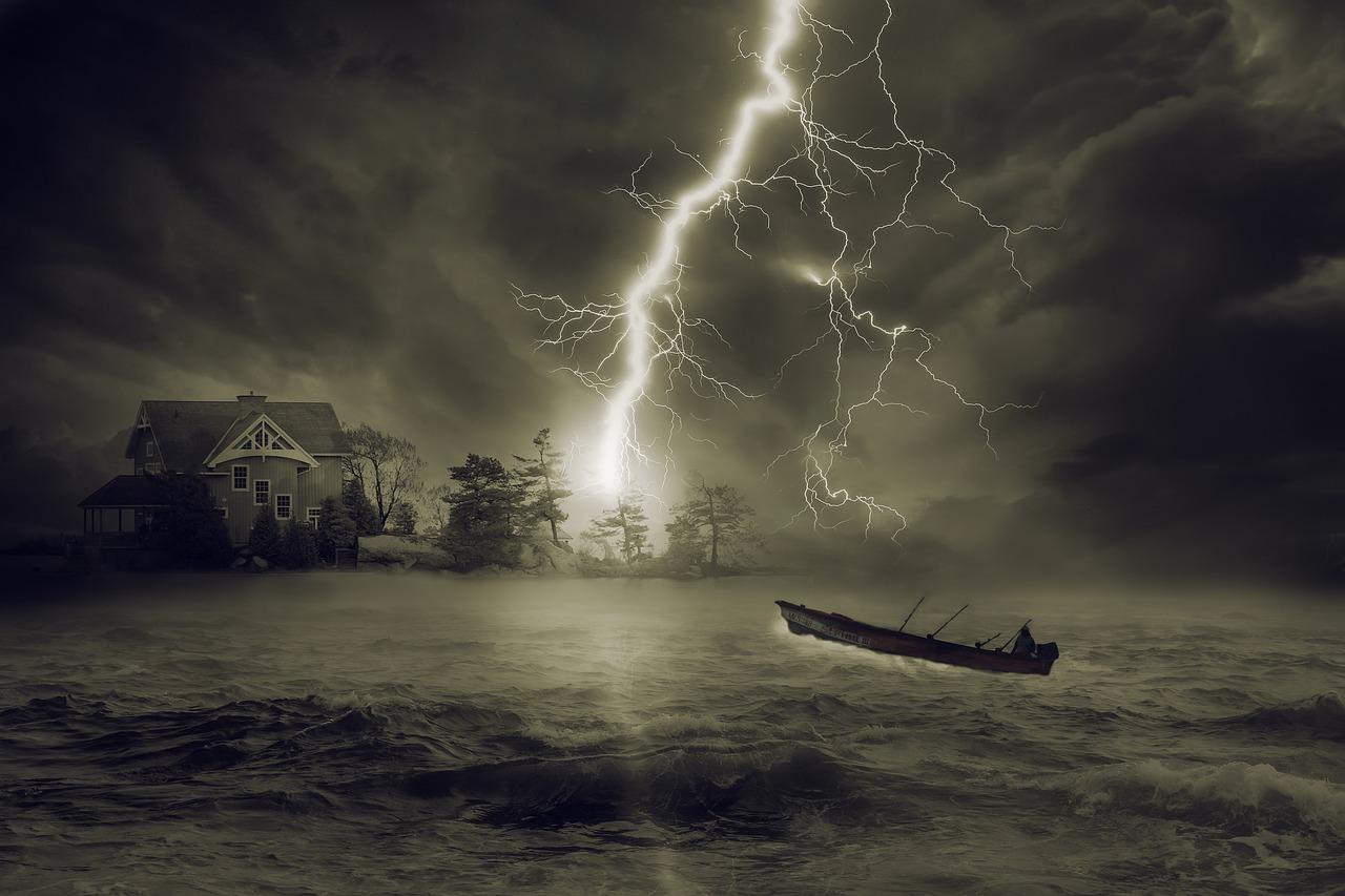 thunderstorm-2787027_1280.jpg