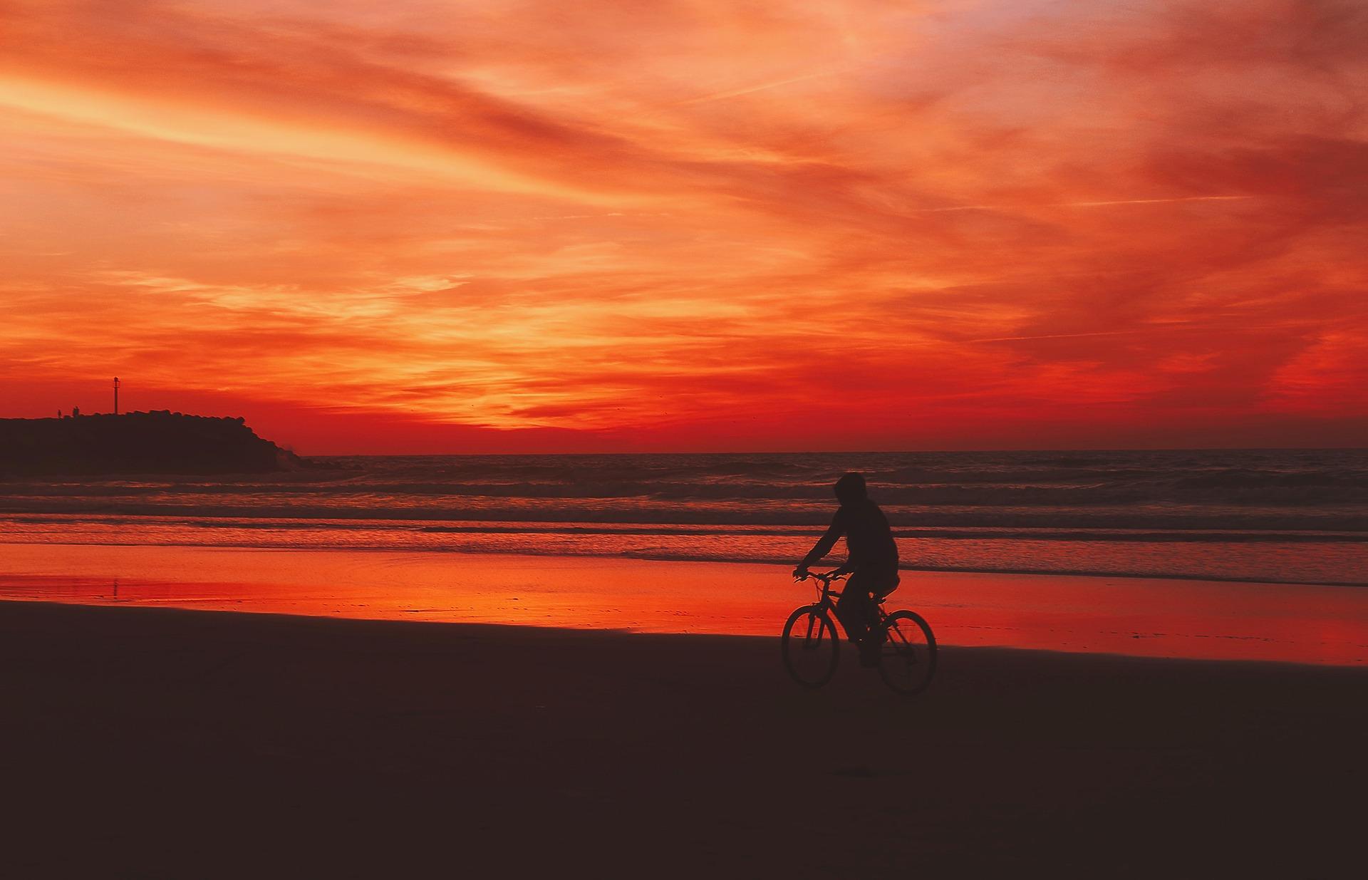 sunset-2126985_1920.jpg