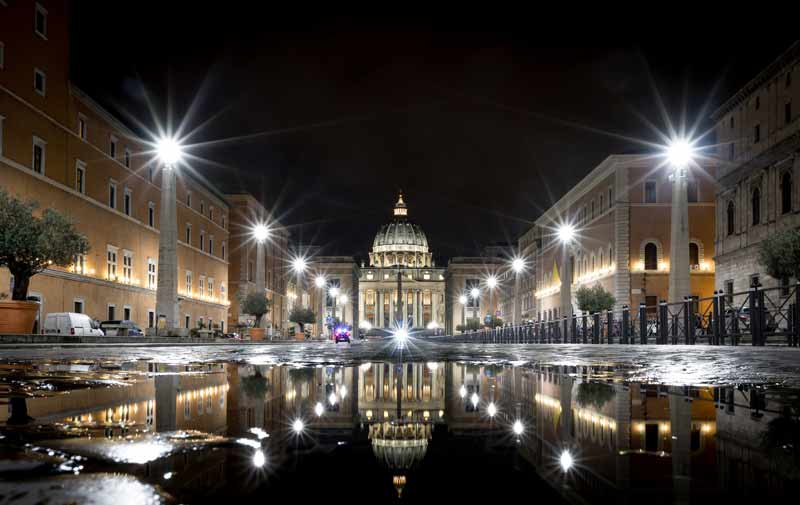Reflection-blog-Vatican-puddle-GunnarHeilmann.jpg