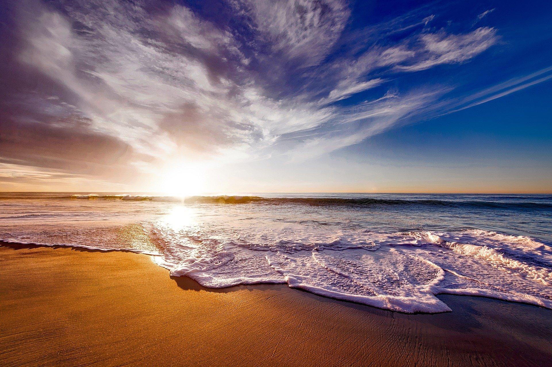 beach-1751455_1920.jpg