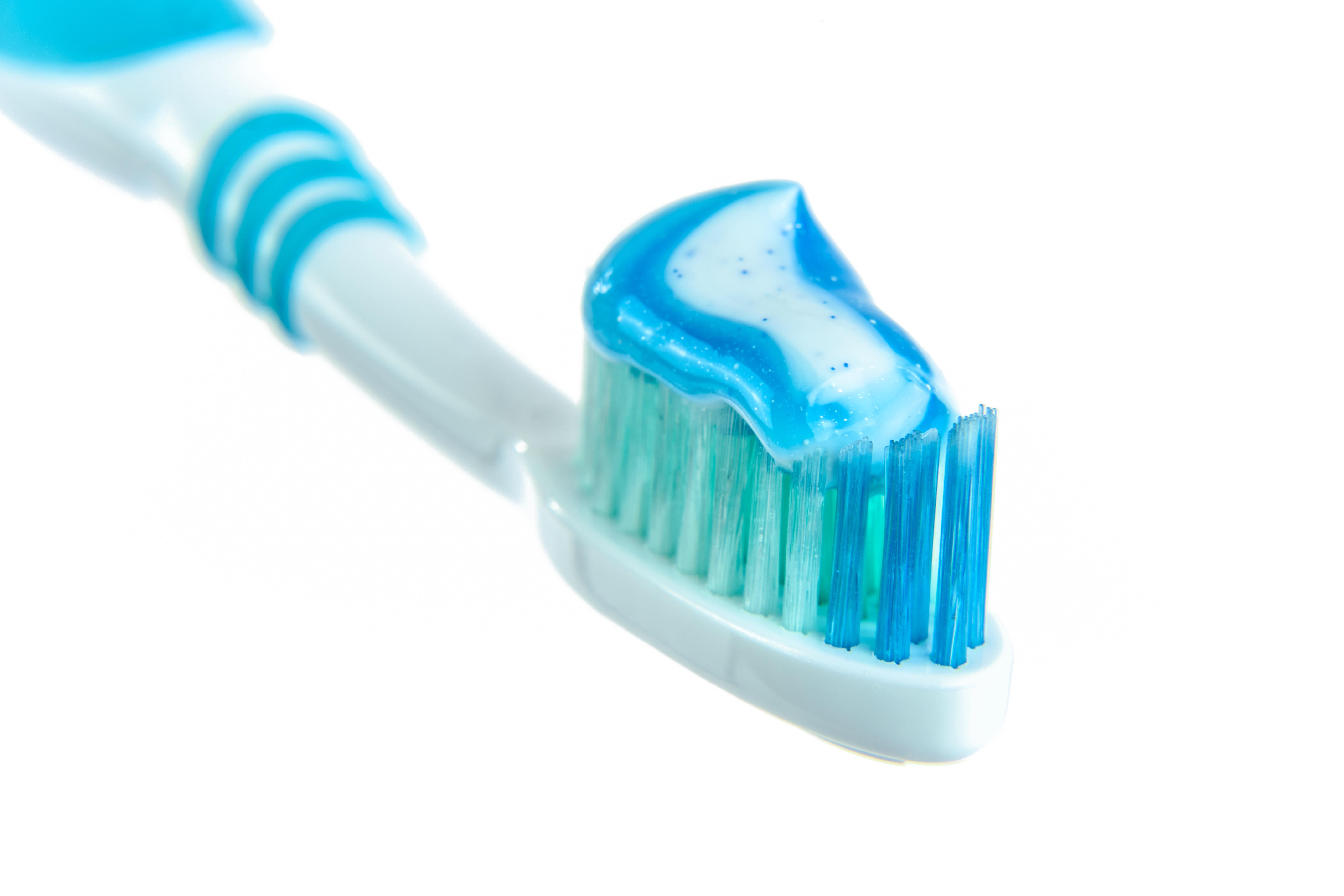 toothpaste-1786388.jpg