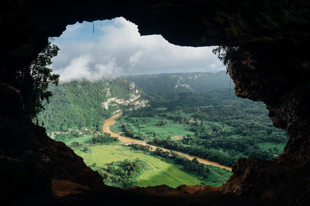 cave-828604_1280.jpg