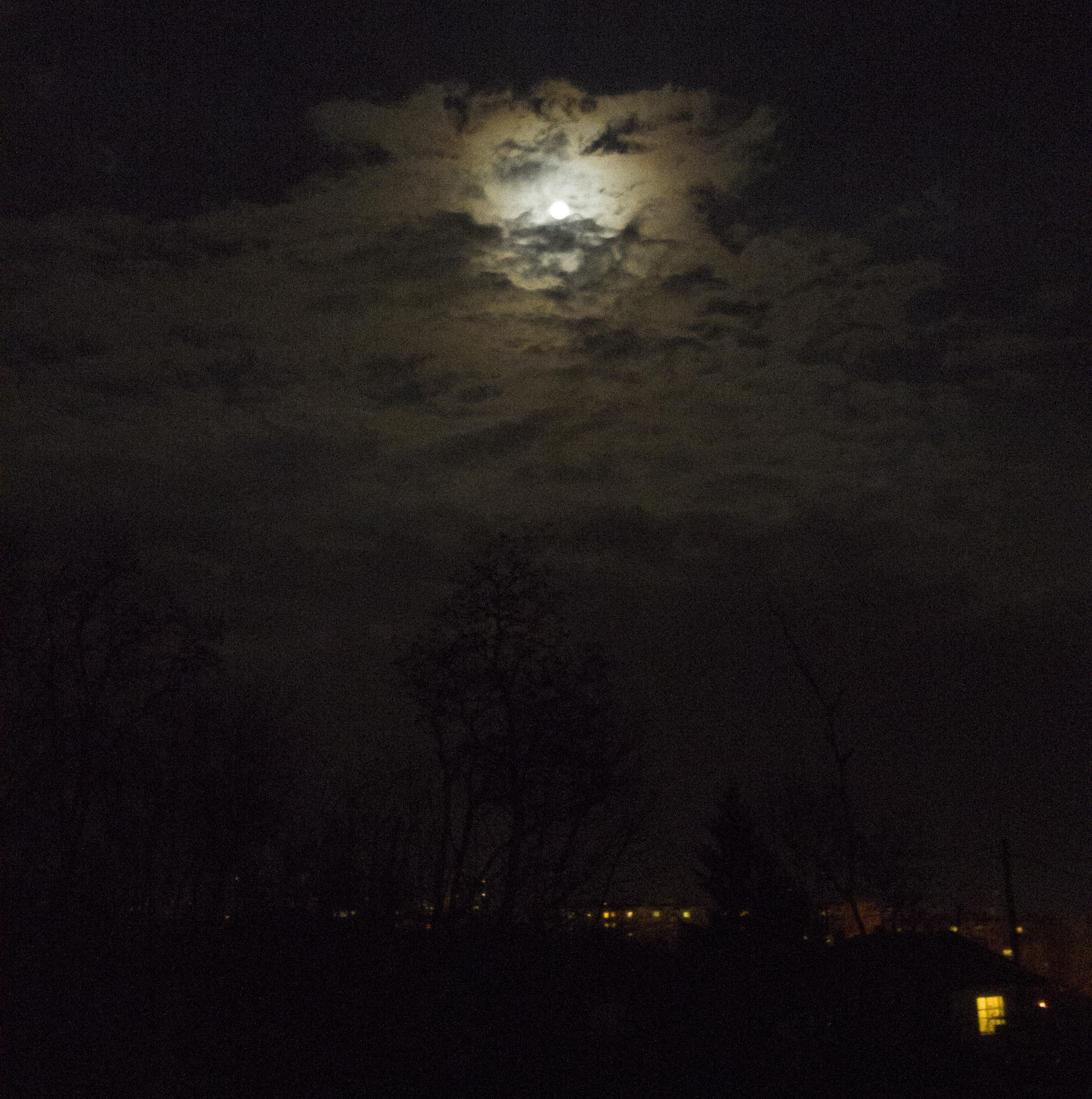 Moon nightsky.jpg
