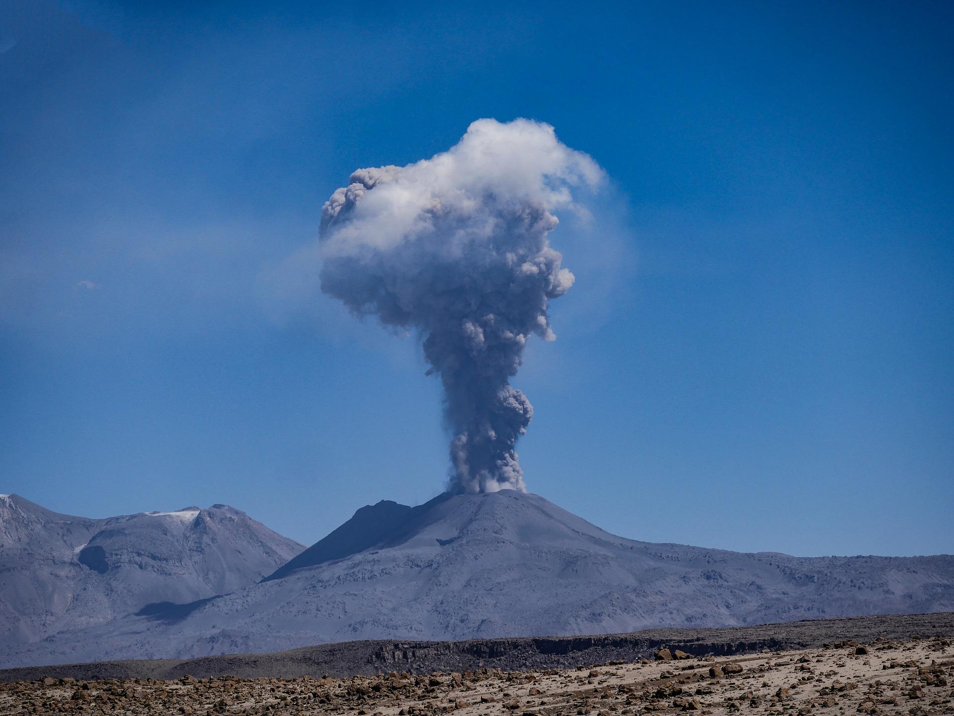 volcano-3895614_1920.jpg