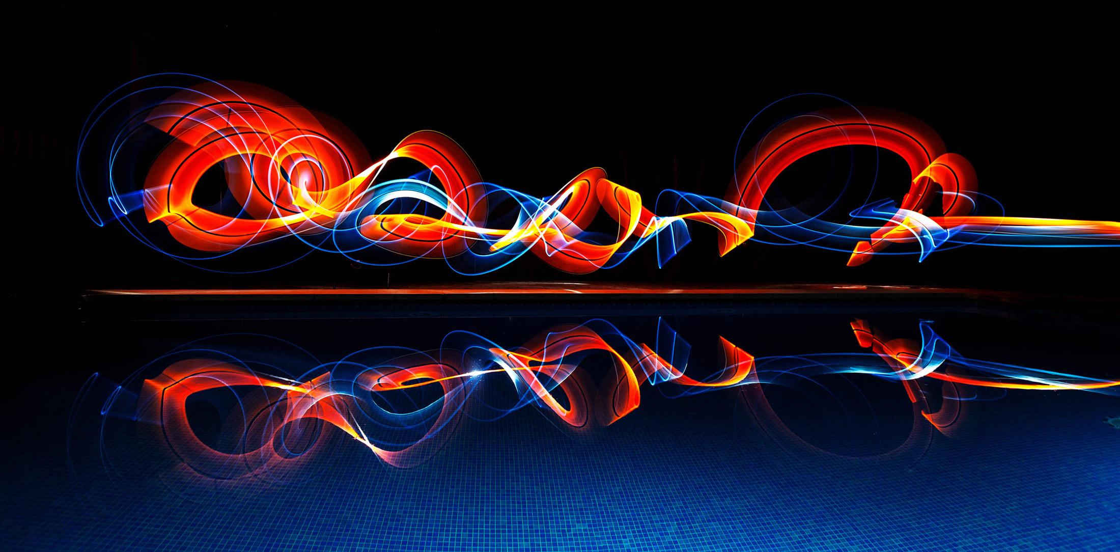 LightPainting-Gunnar-Heilmann-pool-freehand-tube-reflection-light.jpg