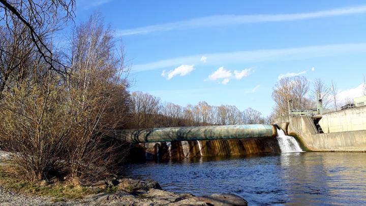 RiverBank_Dam_sm.jpg