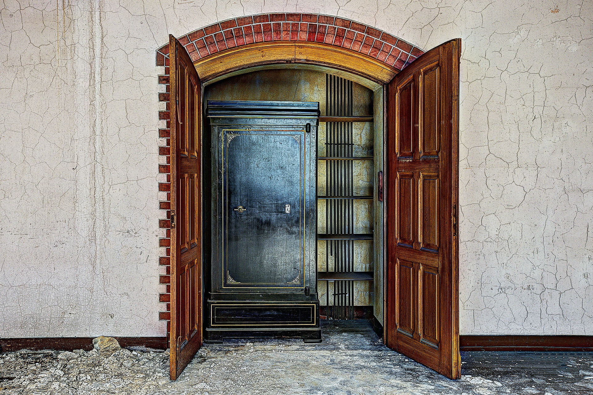 closet426388_1920.jpg