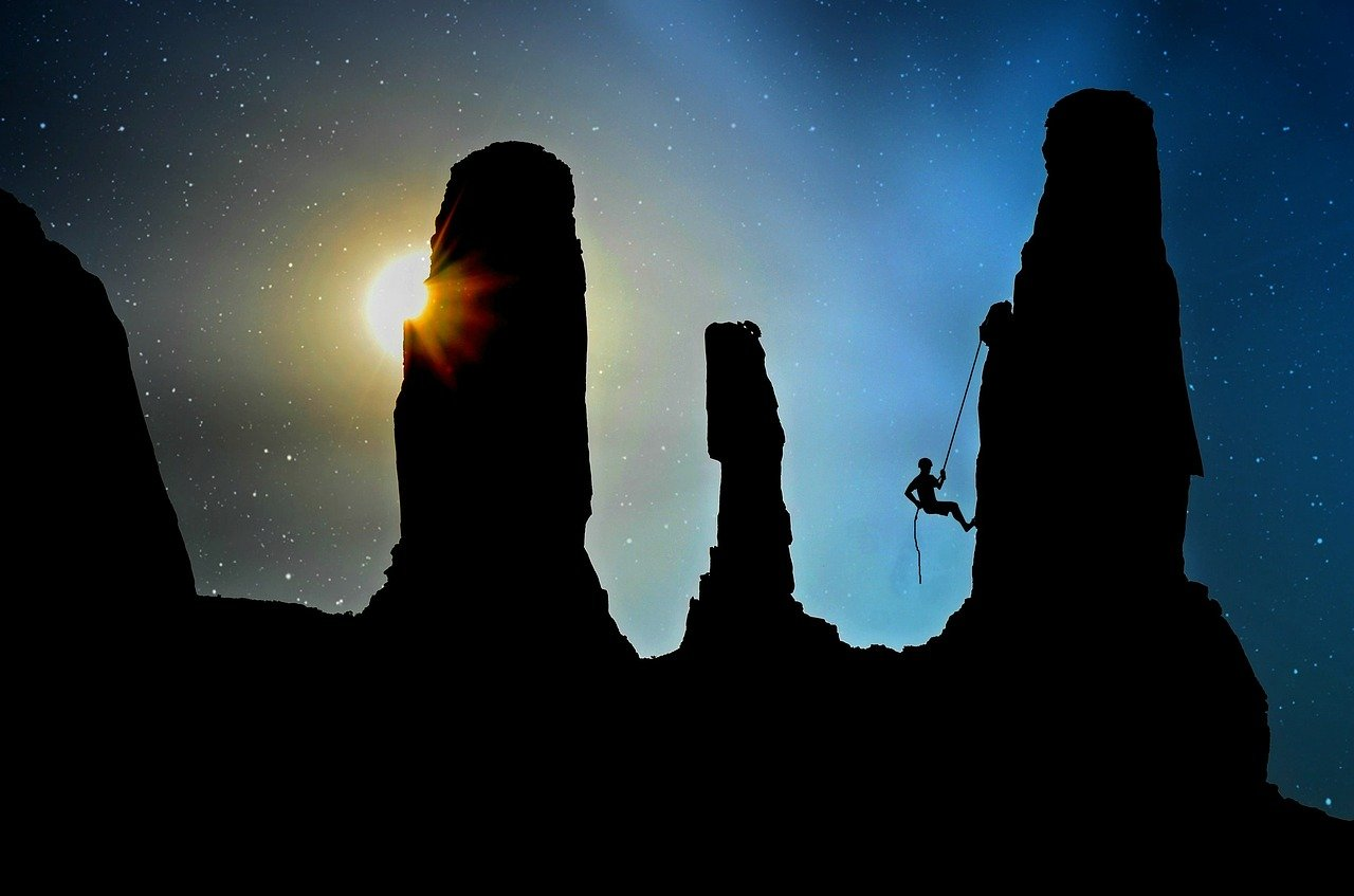 mountaineer-2100050_1280.jpg