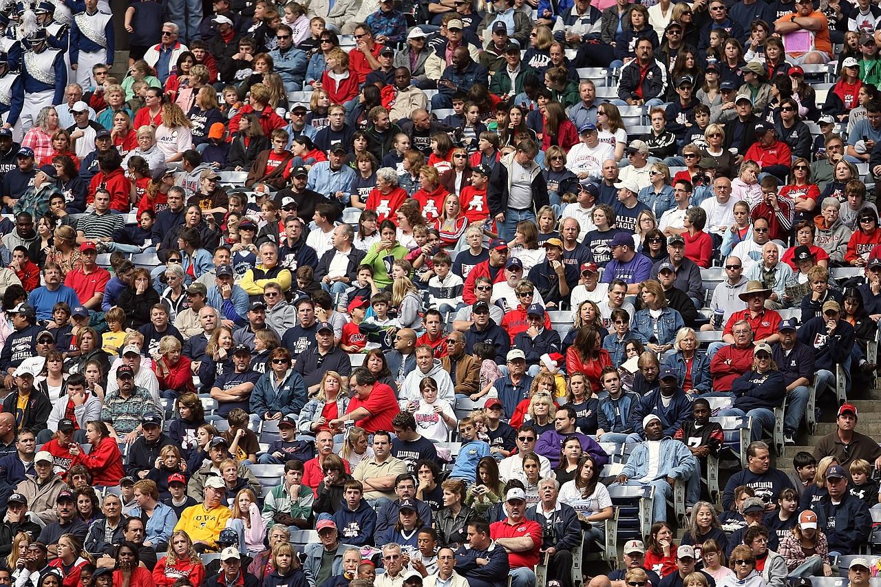 crowd1584115_1280.jpg