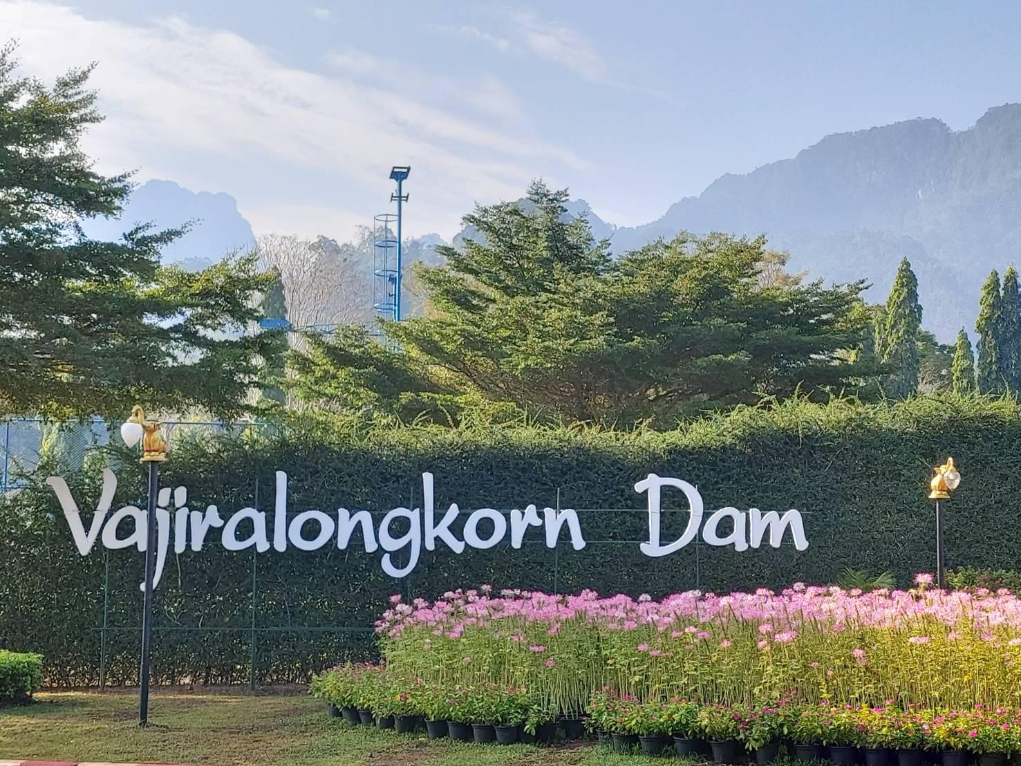 Vajiralongkorn Dam1.jpg