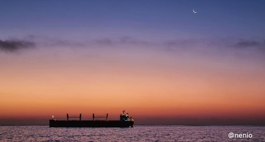 sea-moon-ship-01.jpg