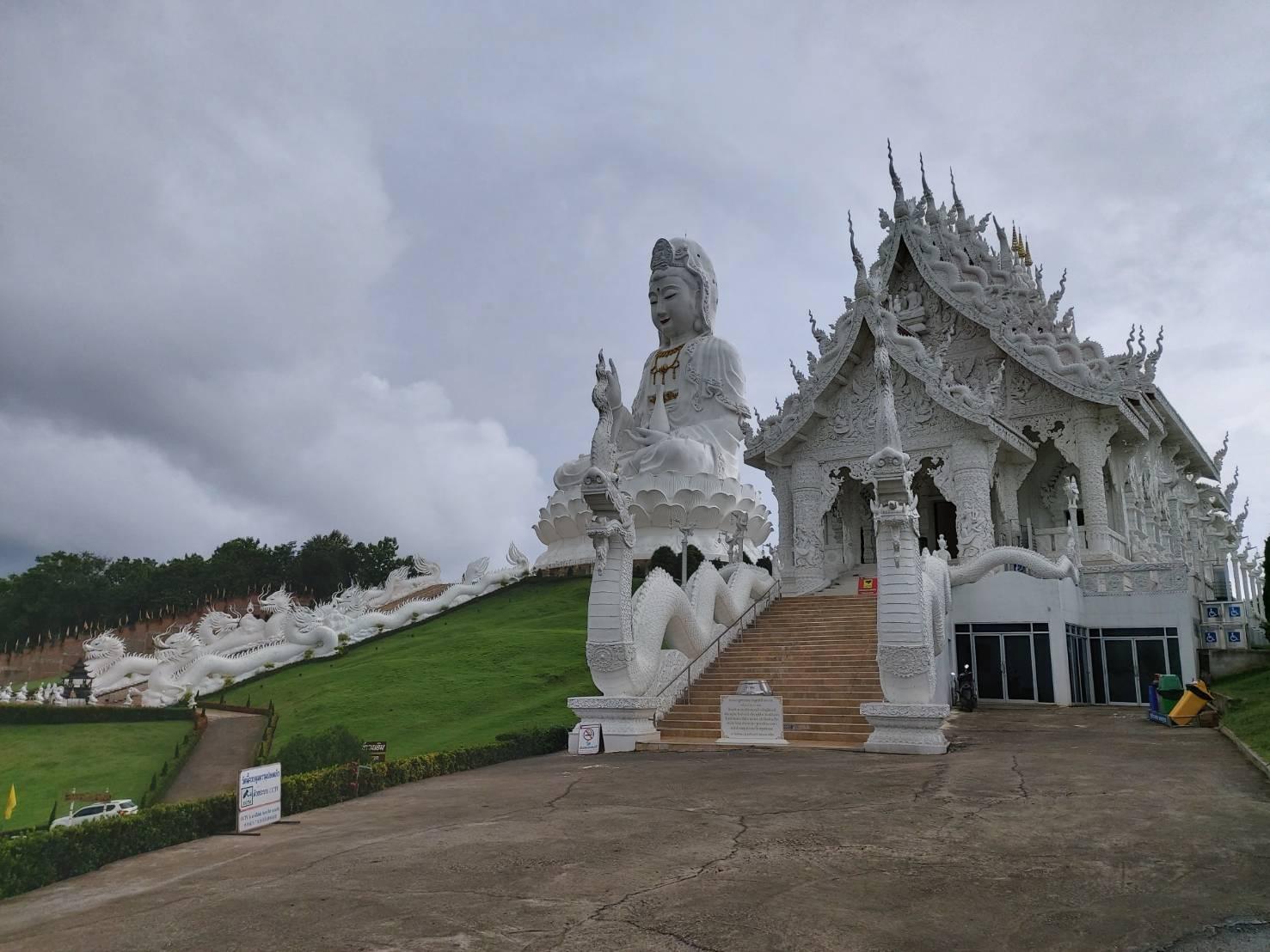 Wat Huay Pla Kang.jpg
