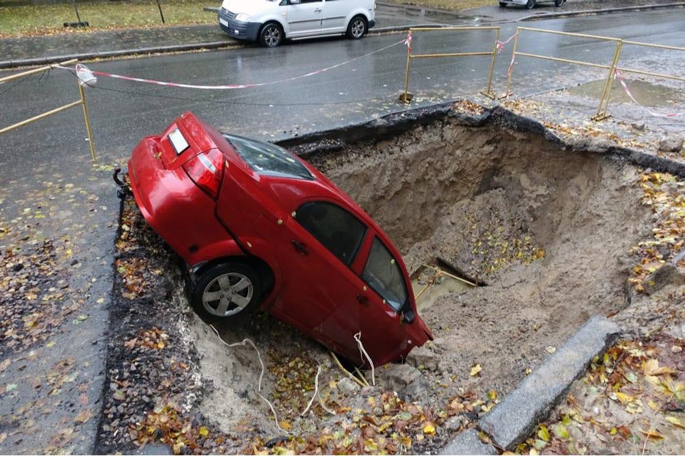 Floridas-pothole-creating-legal-problems.jpg