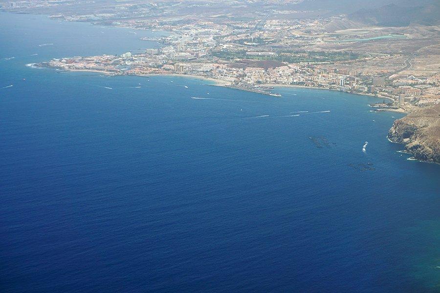 Flight_over_the_Canary_015_s.jpg