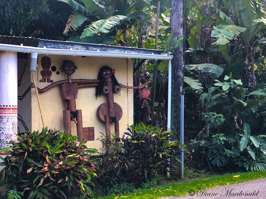 house sculptures huahine.jpg