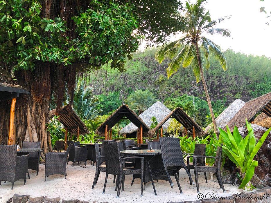 huahine beach restaurant.jpg