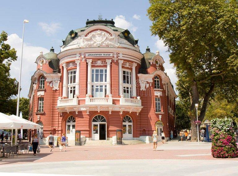 theater_varna_bulgarien_72408302.jpg