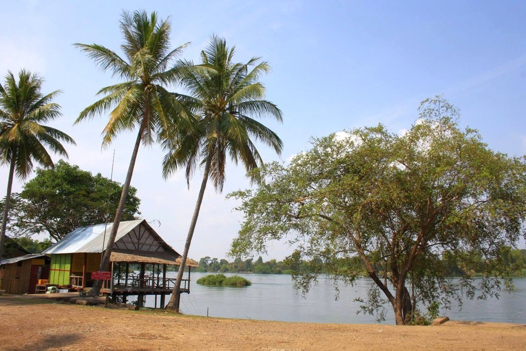 Despite the fact Laos is a country with no coastline at all, it has more than 4000 beautiful islands, which are located in the middle of the Mekong river.