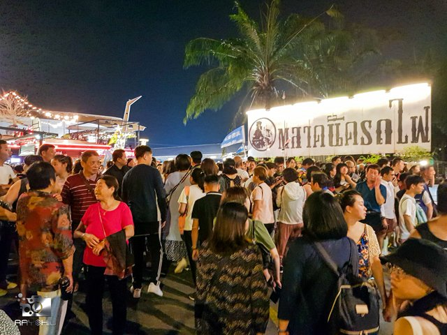 How to get to Rot Fai Night Train Market Ratchada