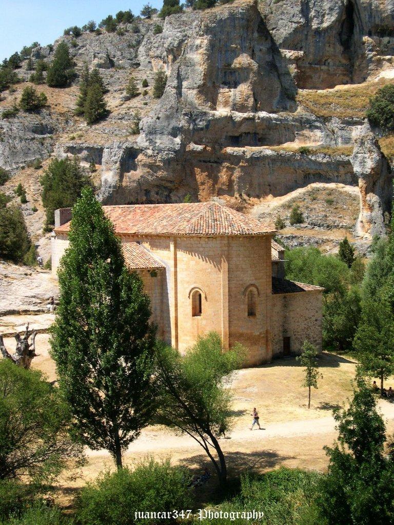 Vista del ábside de la ermita templaria de San Bartolomé, siglo XIII