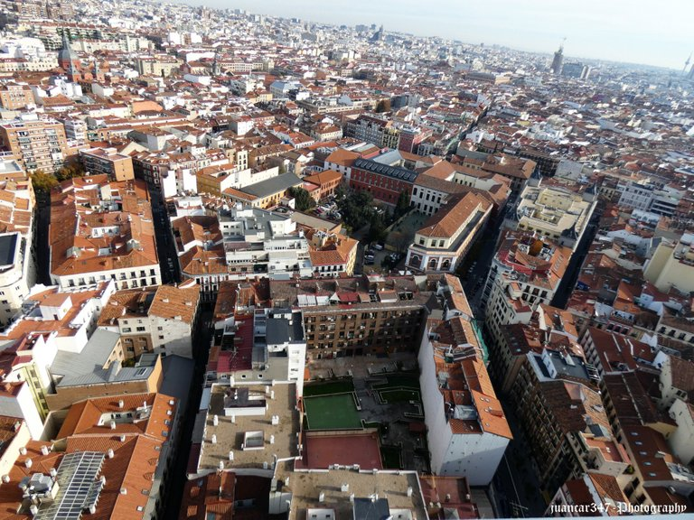 Panoramic of Madrid: architecture and tradition