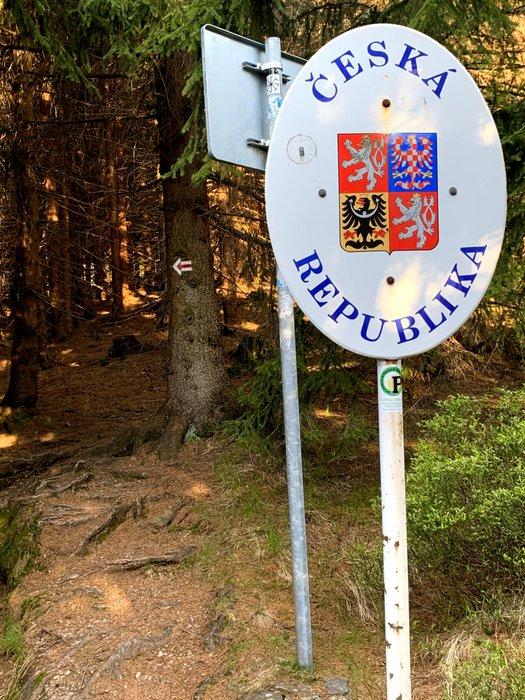 Szlak czerwony, przełęcz Okraj