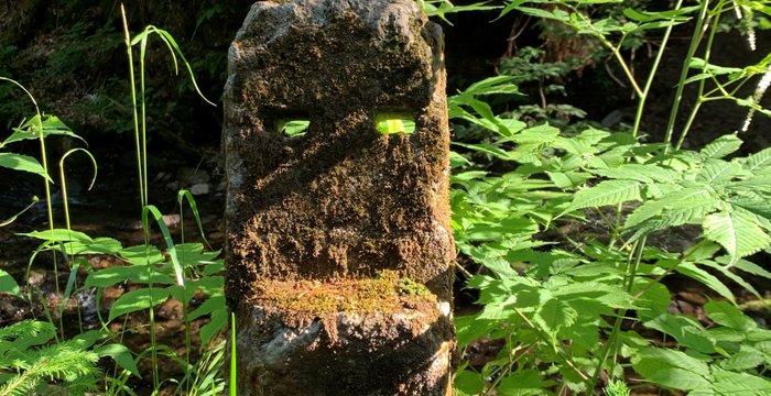 Początek Wisły - źródło Malinki. Leśna sztuka, suche źródło i... monumenty jak z Rapa Nui.