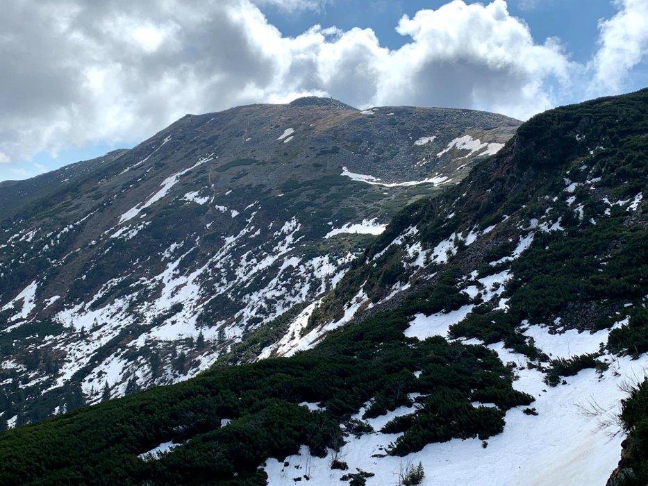 Babia Góra widziana z szlaku z przełęczy Brona