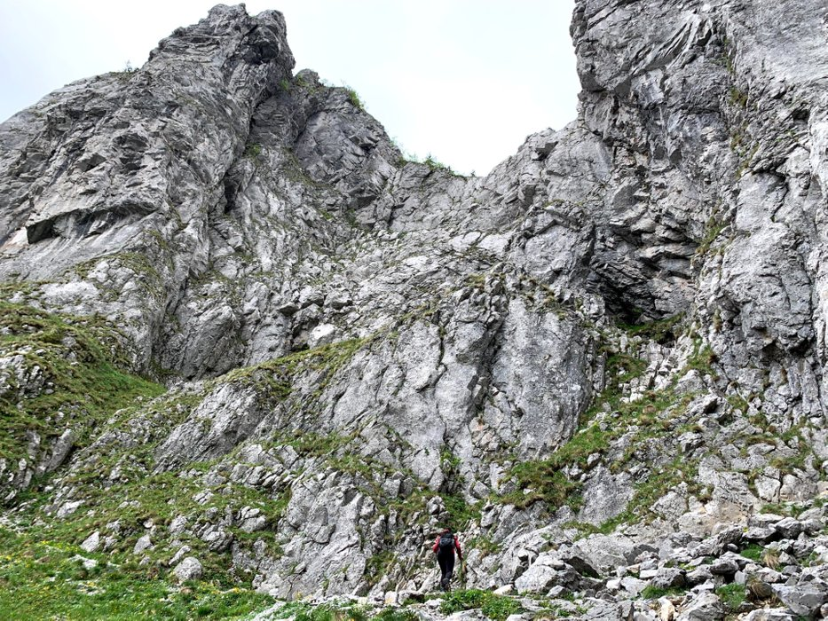 Approach to the Raptawicka Cave