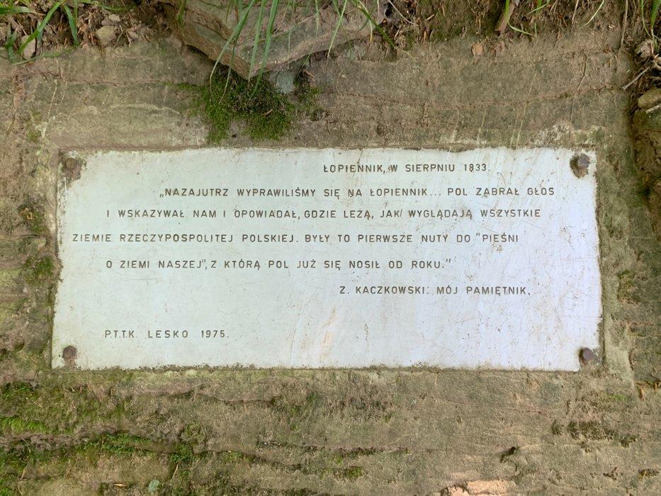 Tabliczka na szczycie Łopiennik