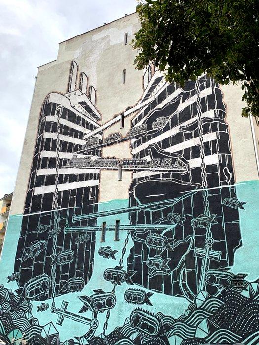 Mural na bloku w pobliżu gdyńskiego portu