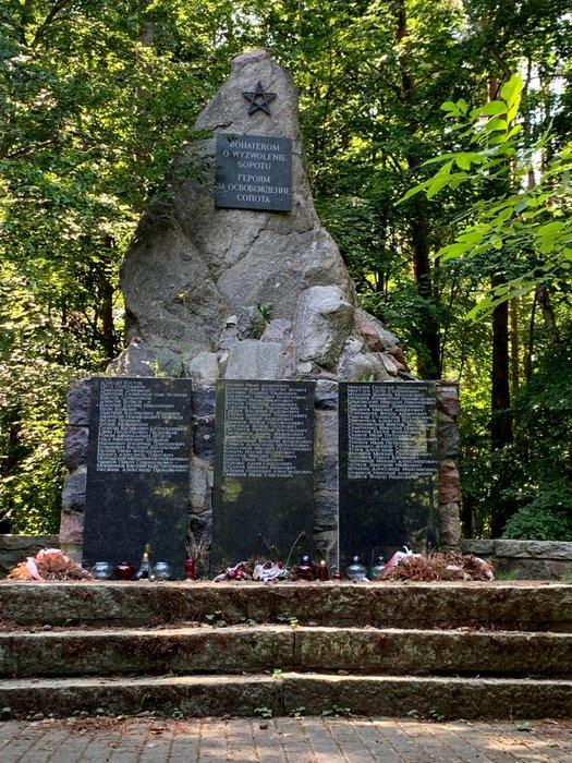 Pomnik żołnierzy radzieckich w Sopocie, okolice Opery Leśnej