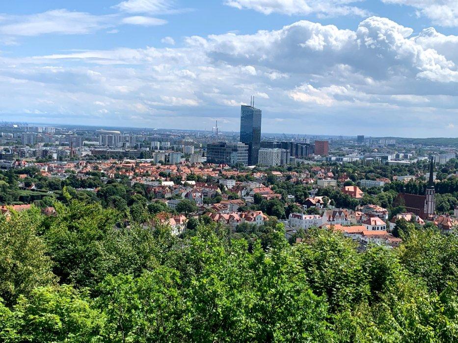 Panorama Gdańska z wzgórza Pachołek. Najwyższy budynek to Olivia Star.