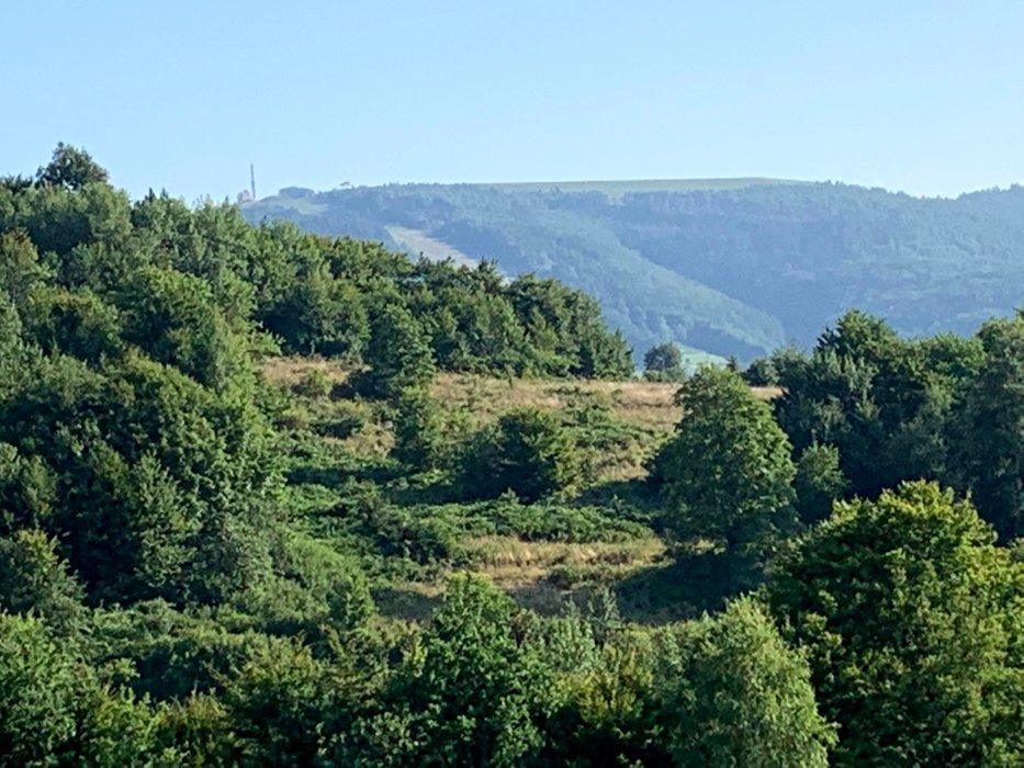 Widok na Żar z szlaku z Czernichowa na Czupel