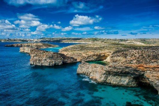 Inna-Kay-Lifestyle-Blog-Travel-Malta-Comino-sister-island-photo-by-Alex-Turnbull.jpg