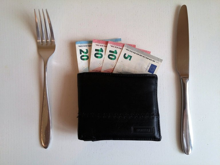 Pay attention to your expenditure on food that's not even healthy.jpg