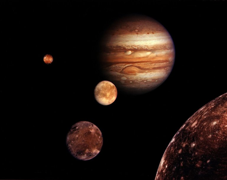 Jupiter family four moons of jupiter.jpg