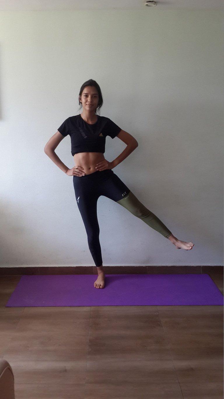 Yoga Übung Bein zur Seite Strecken.jpg