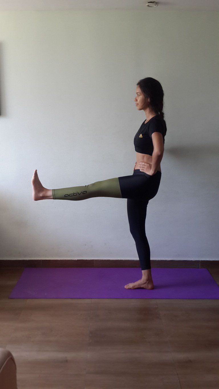 Yoga Übung Bein nach vorne ausstrecken.jpg