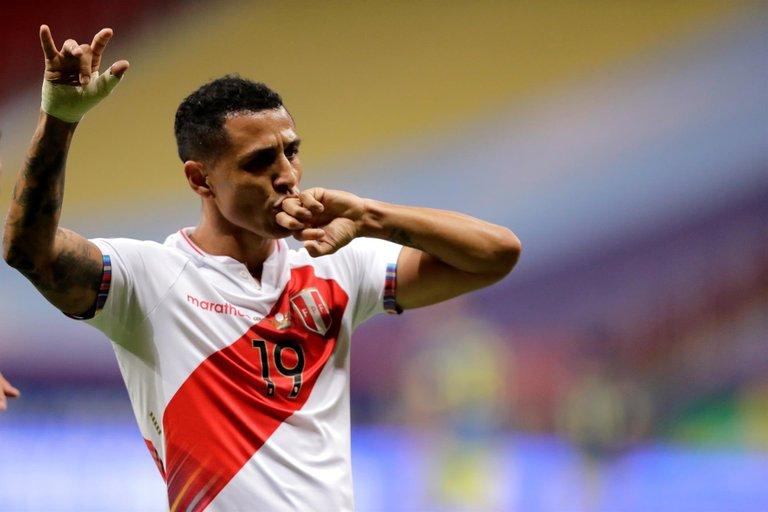 28.-Copa-America-Colombia-Peru-Yotun-Gol-peruano.jpg