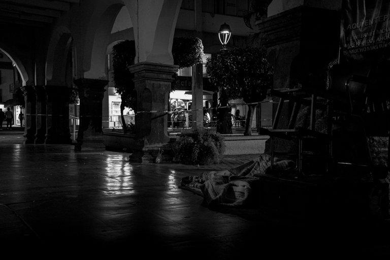 24mm_sad_street.jpg